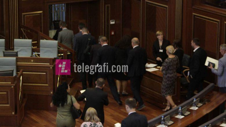 Bojkoti i seancave të Kuvendit, mjet politik apo mungesë përgjegjësie?