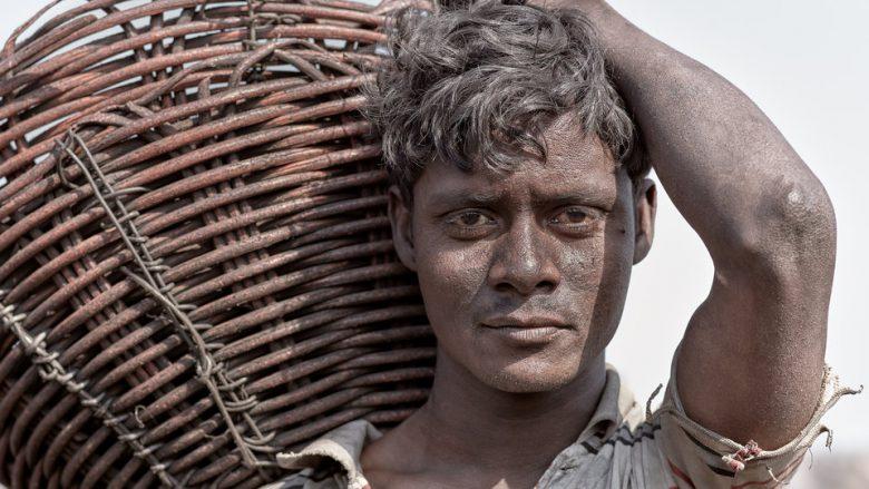 """Njihuni me """"kryeqytetin e qymyrit"""" në Indi, aty ku minierat shkaktojnë kërdi për banorët e fshatrave në zonë (Foto)"""