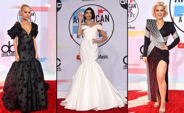"""Rita Ora, Dua Lipa dhe Bebe Rexha shkëlqyen me dukjen e tyre në tapetin e kuq të """"American Music Awards"""""""