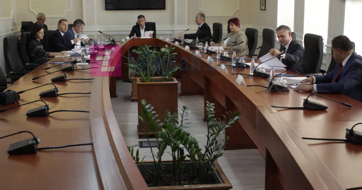 Kërkohet seancë e jashtëzakonshme për dështimet në politikën e jashtme