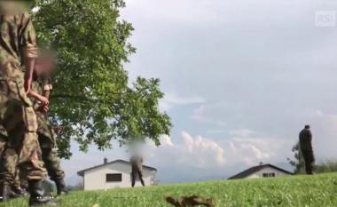 Rekrutët goditen me gur në ushtrinë zvicerane (Video)