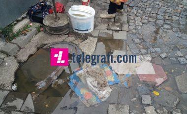 Ujërat e zeza rrjedhin në hyrje të Tregut të Gjelbër në Prishtinë (Video)