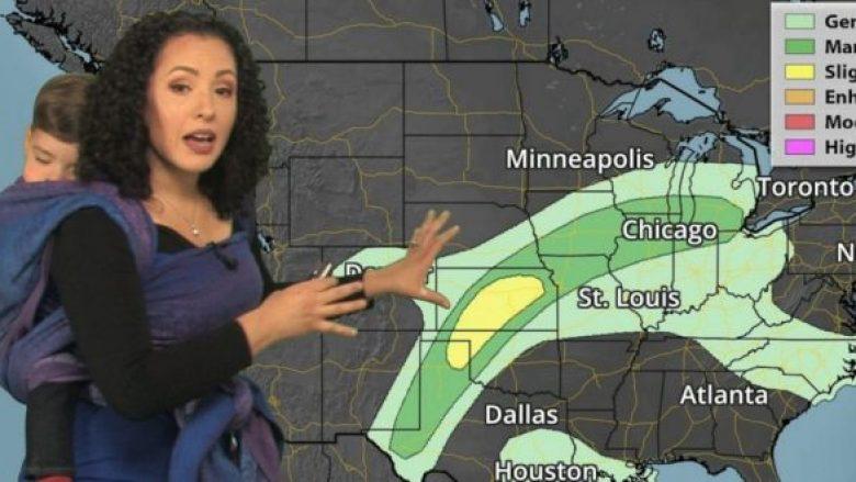 Meteorologia mban djalin e vogël në shpinë gjatë raportimit të motit (Video)