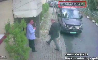 Momentet e fundit të gazetarit të zhdukur, kur ai futet brenda konsullatës saudite - Turqia kërkon për furgonin e zi 'të përdorur për të larguar trupin e tij' (Foto/Video)