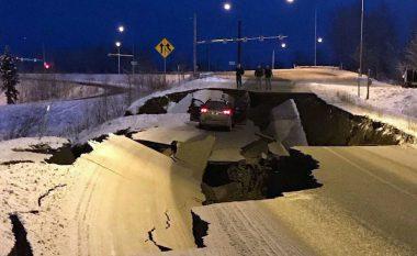 Alaska goditet nga tërmeti i fuqishëm prej 7.0 magnitudë, rrugët ndahen në dysh nga dridhjet e forta - autoritet paralajmërojnë cunami (Foto/Video)