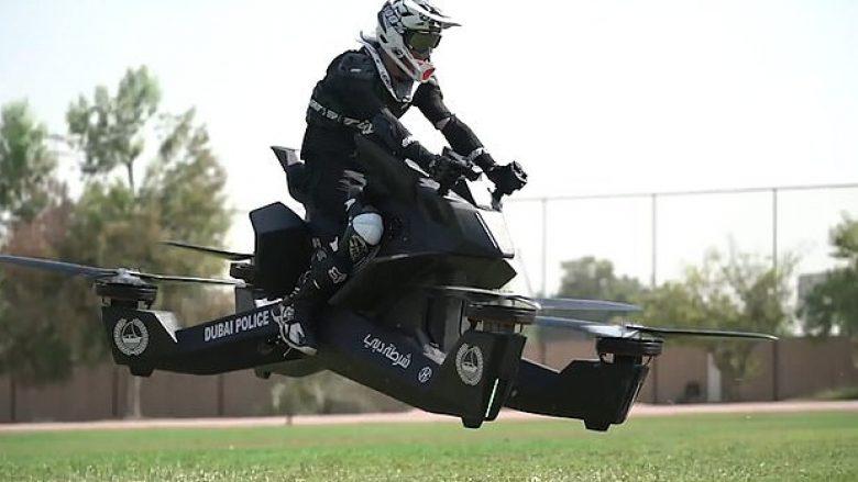 Policia e Dubait trajnohen për pilotimin e motoçikletave fluturuese që kushtojnë 150 mijë dollarë (Video)