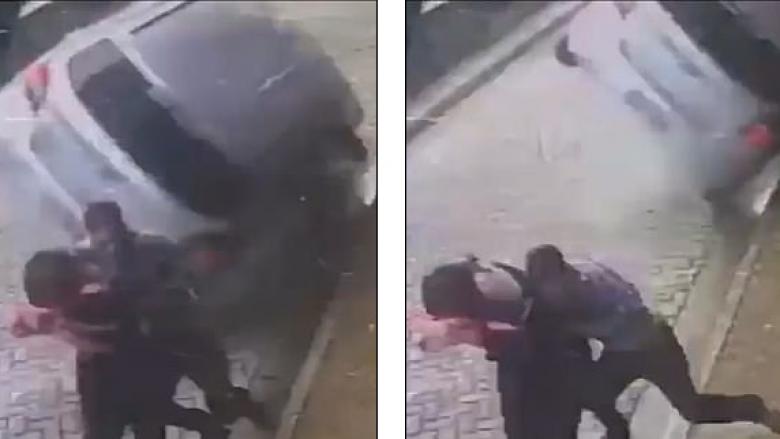 Çifti mashtron vdekjen në sekondën e fundit, për pak centimetra i shpëtuan përplasjes së veturës (Video)