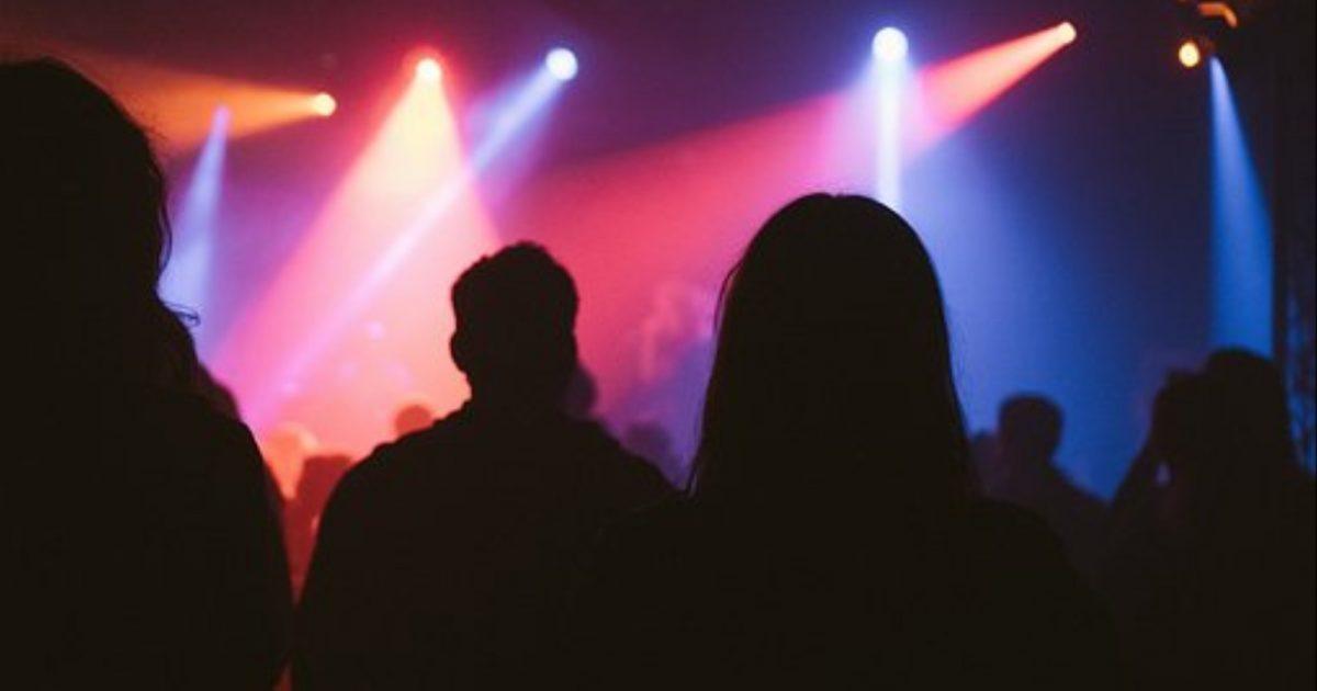 Shkenca thotë se duke shkuar rregullisht në koncerte ju bëheni të lumtur
