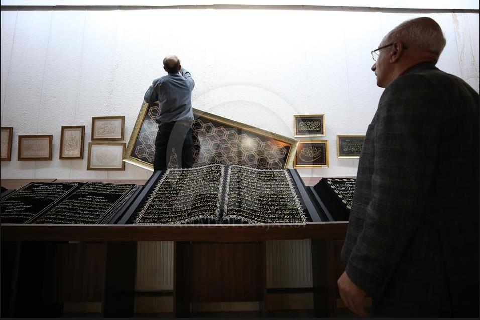 Kurani me shkronja të qëndisura, atraksion për qindra mijëra njerëz (Foto)