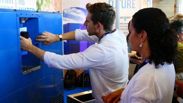 Prezantohet pajisja që ajrin e shndërron në ujë të pijshëm (Foto)