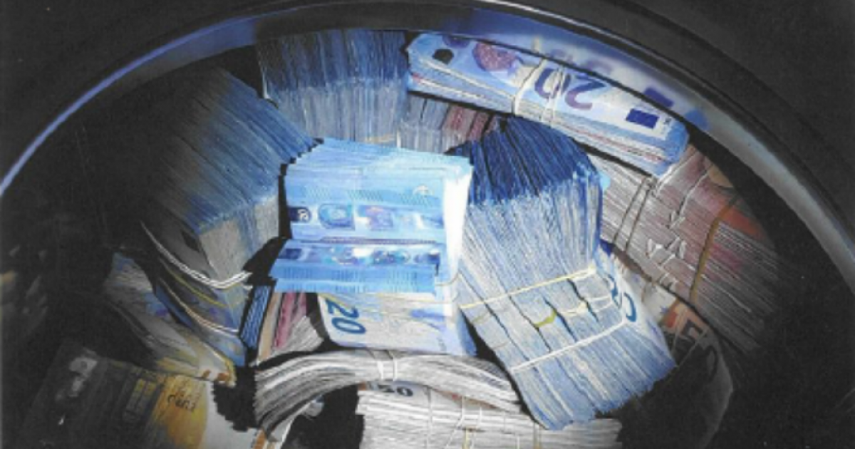 Pastrim parash: Policia holandeze gjen 350 mijë euro në një lavatriçe