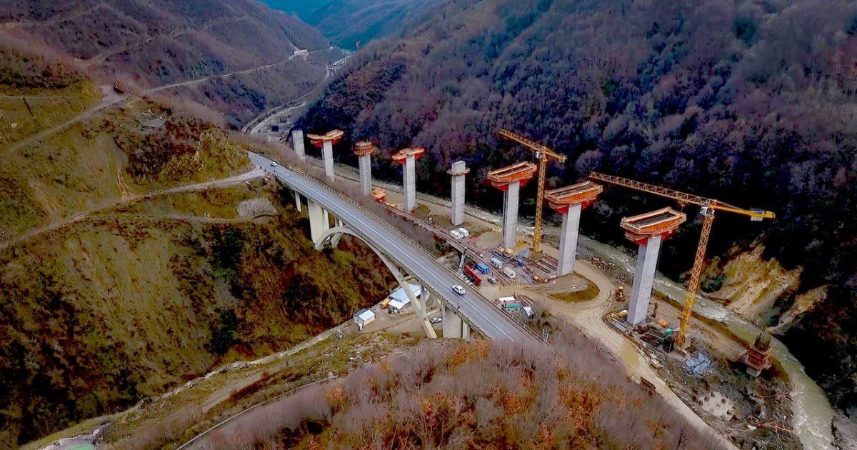 """Kadriu: Kushtet atmosferike pamundësojnë vazhdimin e punimeve në urën e autostradës """"Arbën Xhaferi"""""""