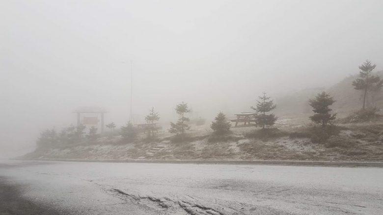 Sharri mbulohet nga bora e parë (Foto)