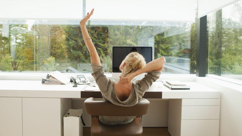 Këtë duhet ta bëni çdo ditë nëse qëndroni gjatë pranë kompjuterit: Dy mudra për shtrirjen e duarve dhe gishtave