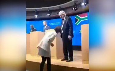 Gafat e presidentit të KE-së, pas dehjes, shfaqet me këpucë të ndryshme (Video)