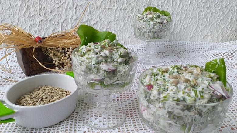 Sallatë me brokoli: Nëse një herë e përgatitni këtë sallatë, familjarët gjithmonë do t'jua kërkojnë!