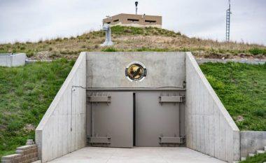 Brenda bunkerit bërthamor të ndërtuar gjatë viteve të 60-ta nga SHBA-të, atë e kishte vizituar presidenti Kennedy (Foto/Video)