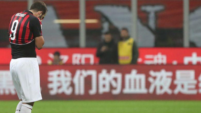 Gonzalo Higuain i dëshpëruar pas kartonit të kuq ndaj Juves (Foto: Marco Luzzani/Getty Images/Guliver)
