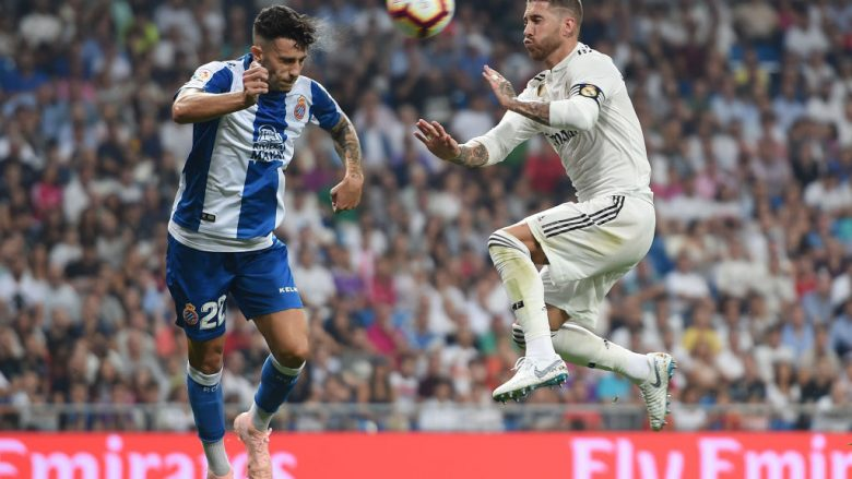 Hermoso gjatë një dueli në ajër me Sergio Ramosin (Foto: Denis Doyle/Getty Images/Guliver)
