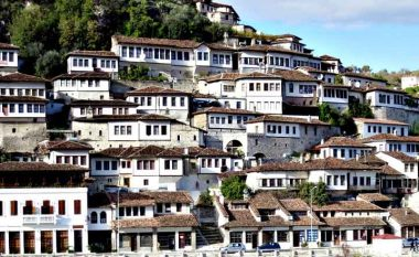 Berati, qyteti i dritareve dhe perla e Ballkanit – vend që patjetër duhet ta vizitoni