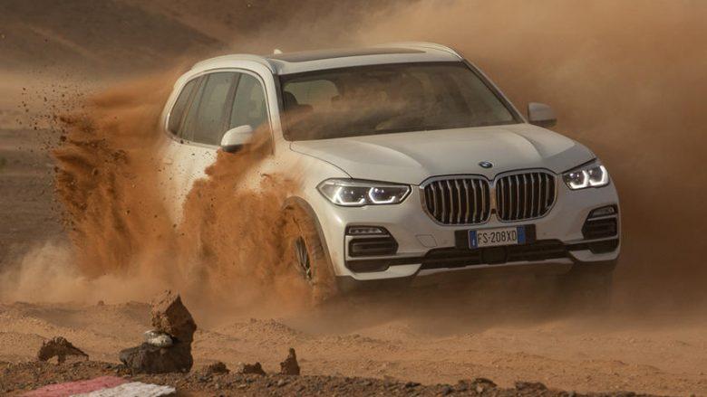 Rikrijohet në shkretëtirë pista e njëjtë sikur ajo në Itali, për ta reklamuar BMW X5 të ri (Video)