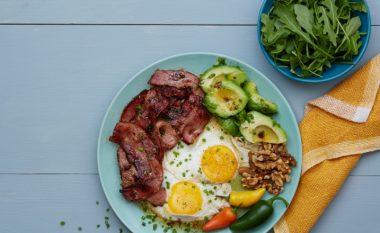Si duket mëngjesi, dreka dhe darka me dietën ketogjenike