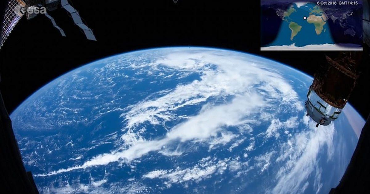 Stacioni Ndërkombëtar i Hapësirës shënon 20 vjetorin duke u rrotulluar dy herë rreth Tokës për '15 minuta' (Video)
