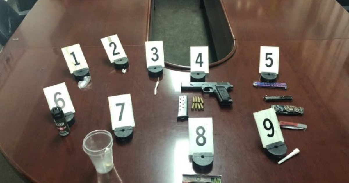 Në Gjakovë arrestohen shtatë persona, u konfiskohen armë dhe kokainë