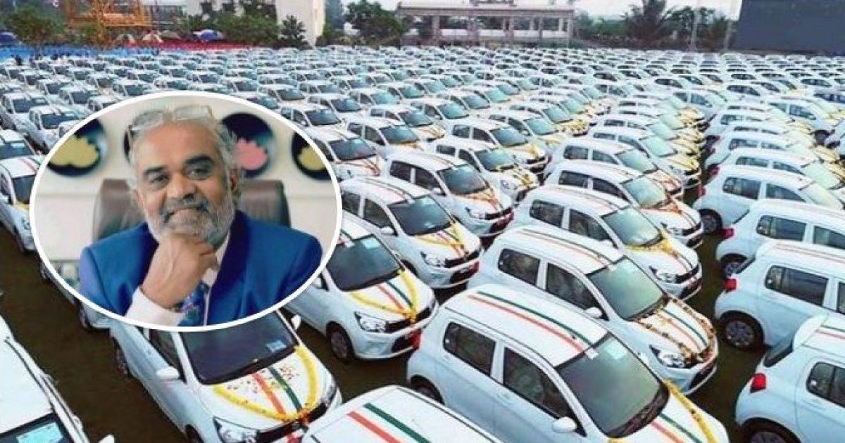 Miliarderi indian vazhdon të befasojë, tanimë dhuron 600 makina për punonjësit e tij (Foto)