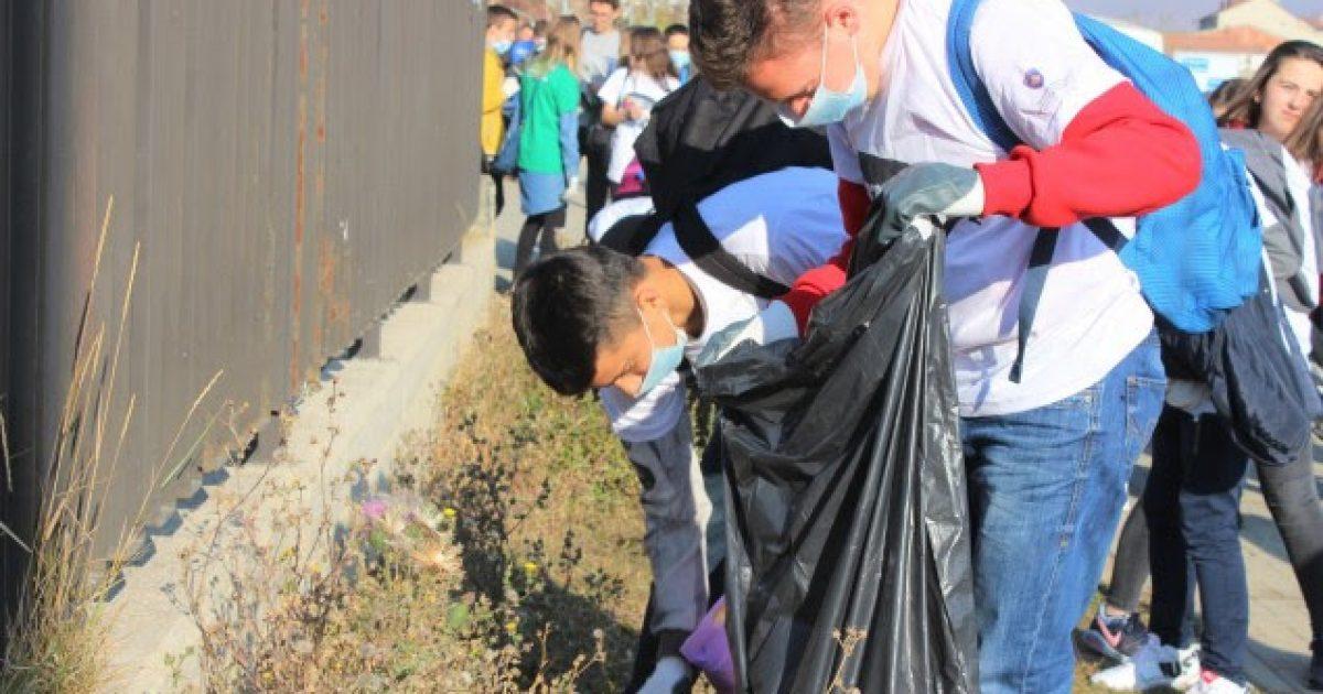 Aksioni i pastrimit vazhdon në Mitrovicë dhe Istog