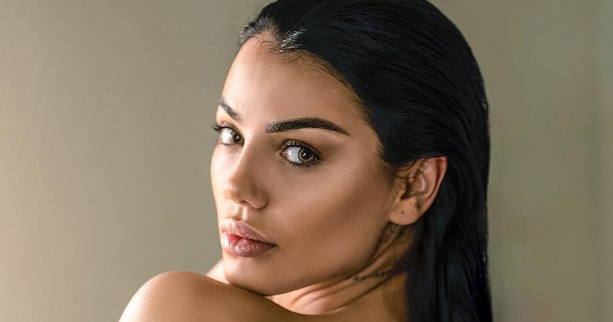 mori e1541090329328 1200x630 - Morena Taraku pozon 'topless' nga Stambolli