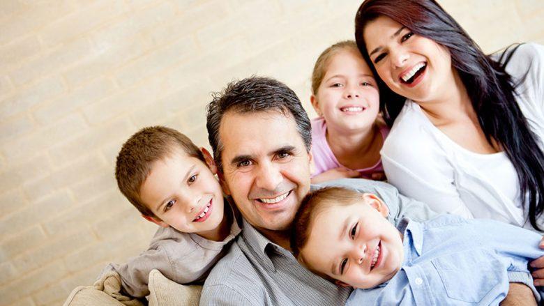 A i bën njerëzit më të lumtur pasja e fëmijëve