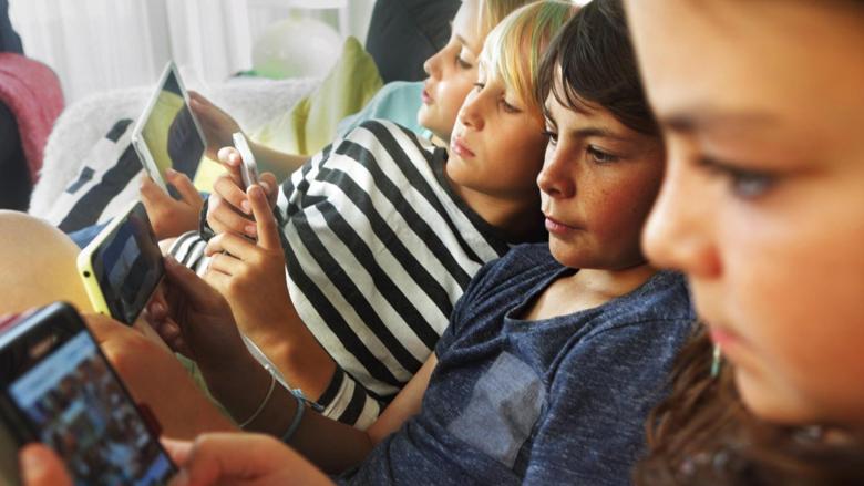 Bie teoria që koha e kaluar para ekranit çrregullon gjumin