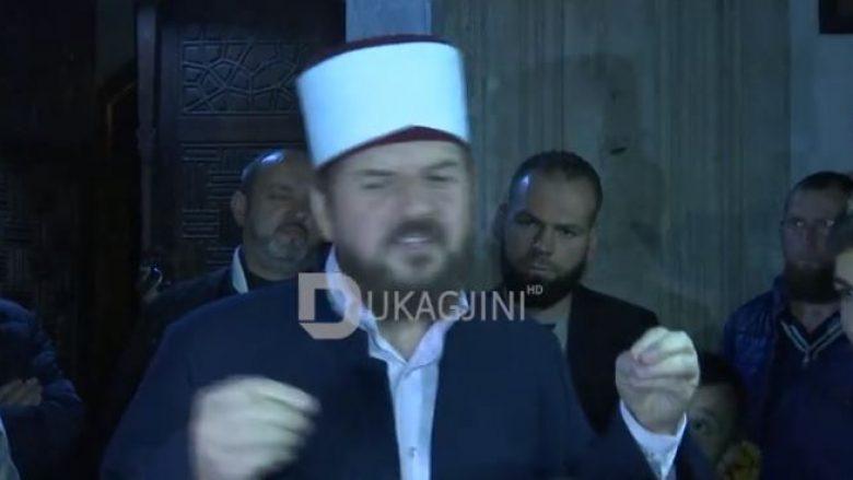 Shefqet Krasniqi rikthehet në Xhaminë e Madhe: E kam ndihmën e Zotit, e pastaj të xhematit (Video)