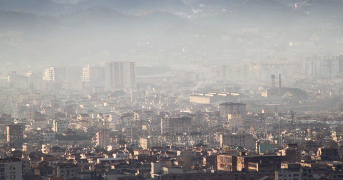 OBSH: Tirana tejkalon normat e BE-së për ndotje të ajrit