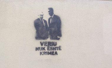 """""""Veriu nuk është Krimea"""", grafite në Prishtinë pas takimit Thaçi-Putin"""