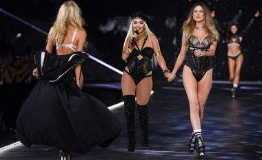 """Rita Ora shkëlqen në mbrëmjen glamuroze të modës së """"Victoria's Secret"""""""