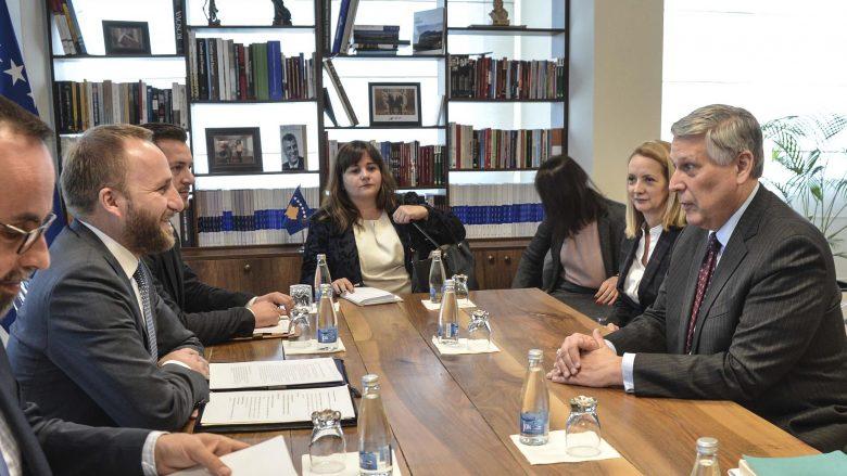 Tahiri takoi ambasadorin amerikan, flasin për sistemin e drejtësisë në Kosovë