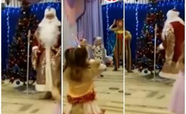 I veshur si Babadimër argëtonte fëmijët, pensionisti rus rrëzohet në dysheme dhe mbetet i vdekur (Video, +18)