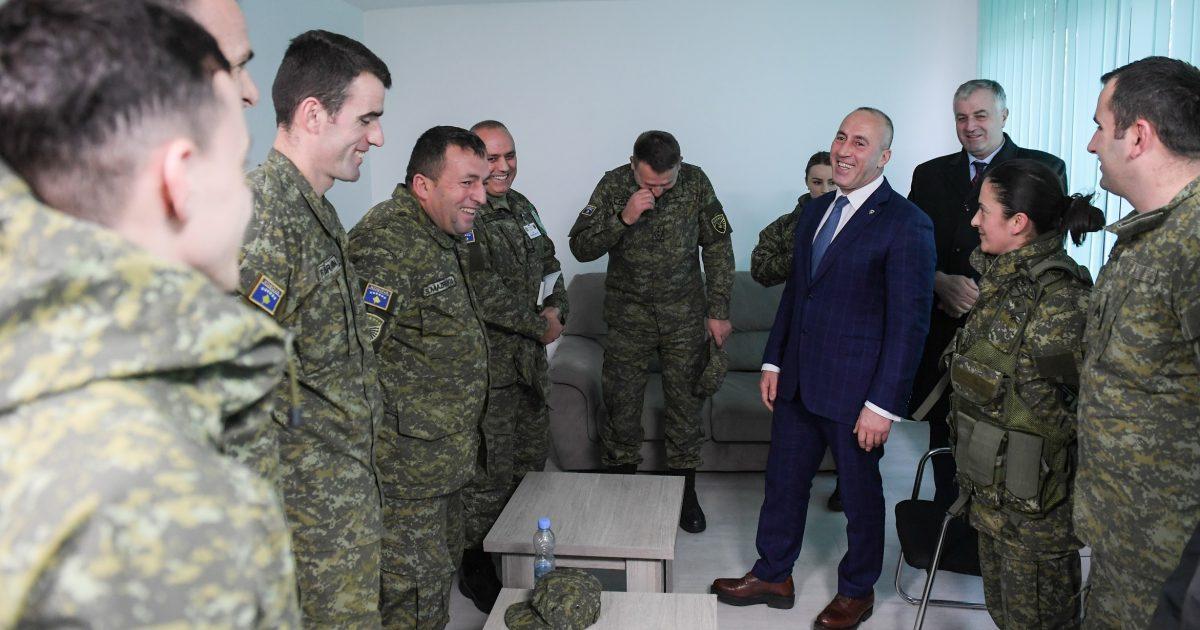 Haradinaj me falënderim të veçantë për ushtarët që bëjnë sonte roje