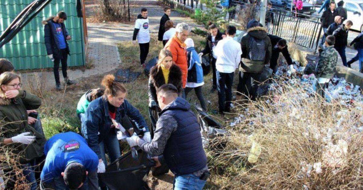 Aksioni i pastrimit vazhdon në Ferizaj dhe Vushtrri
