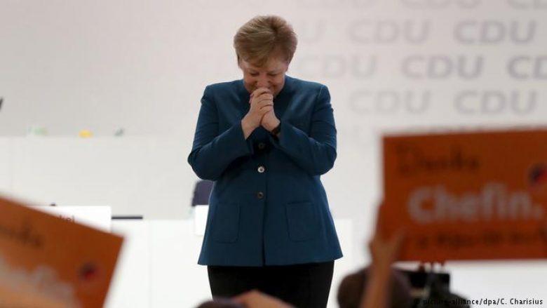 Lot dhe 10 minuta duartrokitje, Angela Merkel lë CDU pas 18 vitesh (Video)