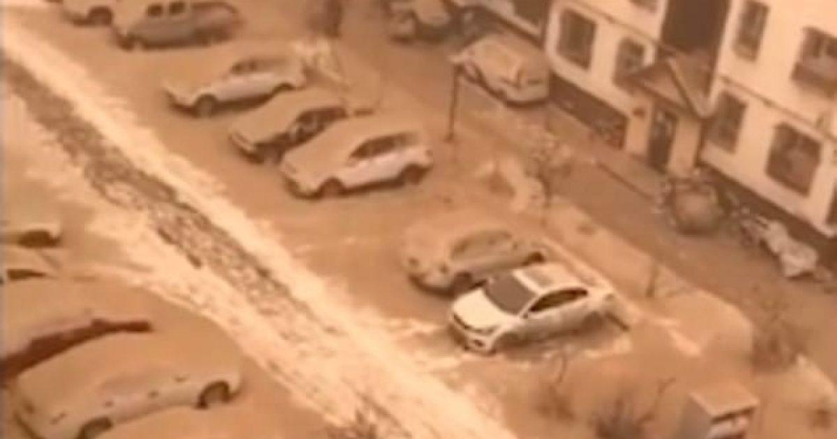 'Bora e verdhë' mbuloi një regjion kinez (Video)