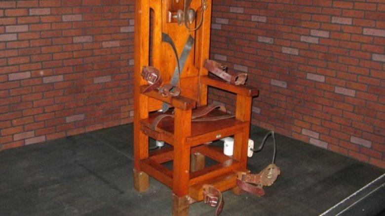 I burgosuri zgjedh karrigen elektrike në vend të injeksionit vdekjeprurës