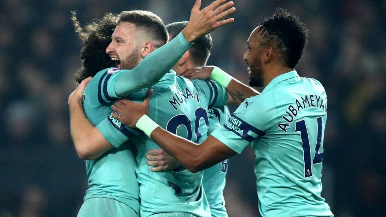 MANCHESTER, ENGLAND - DECEMBER 05:  Shkodran Mustafi of Arsenal celebrates with team mates after scoring their team's first goal during the Premier League match between Manchester United and Arsenal FC at Old Trafford on December 5, 2018 in Manchester, United Kingdom.  (Photo by Clive Brunskill/Getty Images)