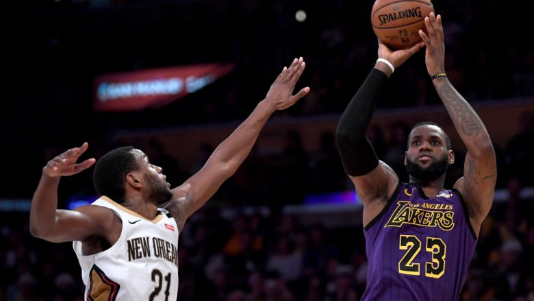 LOS ANGELES, CALIFORNIA - DECEMBER 21:  LeBron James #23 of the Los Angeles Lakers scores on a fade away jumper over Darius Miller #21 of the New Orleans Pelicans during a 112-104 Laker win at Staples Center on December 21, 2018 in Los Angeles, California.  NOTE TO USER: User expressly acknowledges and agrees that, by downloading and or using this photograph, User is consenting to the terms and conditions of the Getty Images License Agreement. (Photo by Harry How/Getty Images)