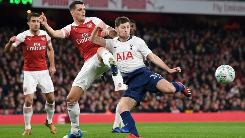 Granit Xhaka në duel me Ben Davies (Foto: Shaun Botterill/Getty Images/Guliver)