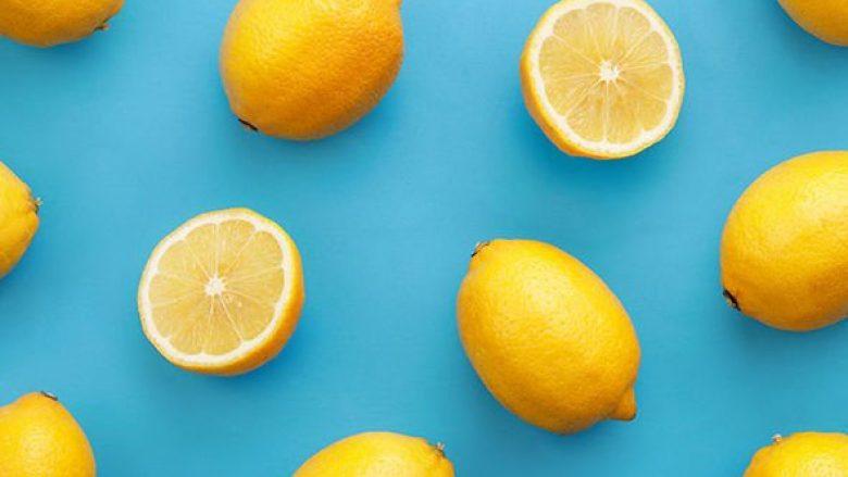 Mënyrat e ndryshme se si mund ta përdorni limonin për t'i gëzuar efektet shëndetësore që i sjell