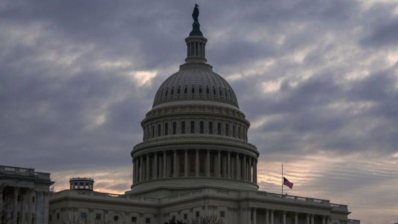 Vijon bllokimi politik në SHBA, bie edhe bursa