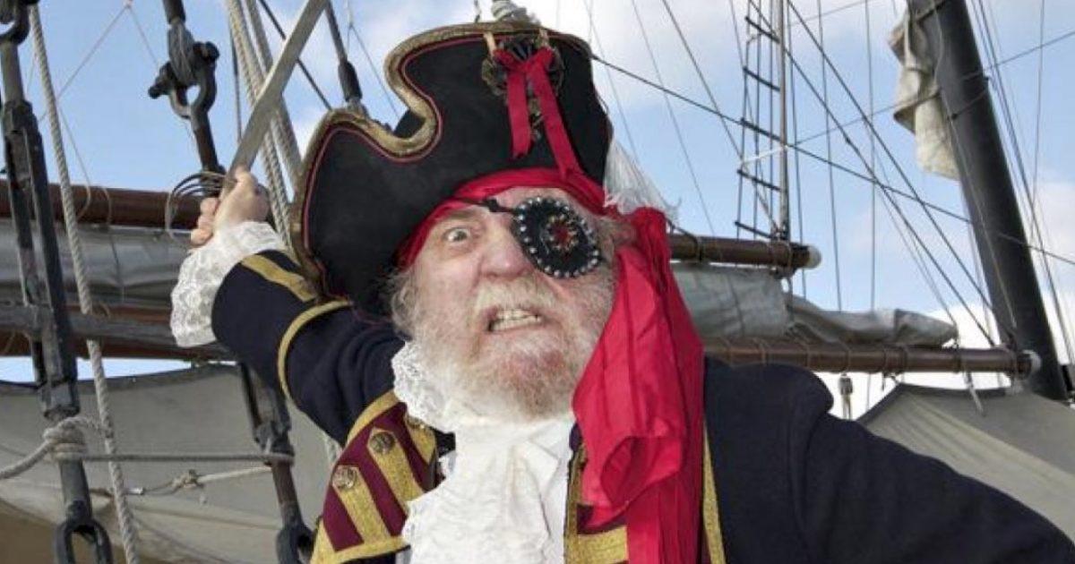 Pse piratët mbulonin vazhdimisht njëri sy?